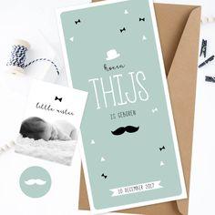 Stoer geboortekaartje voor Thijs. Hip retro ontwerp met hoedje strikjes en snorretje | met fotokaartje | mintgroen | zwart wit