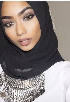 Touch Me With No Hands Hold Me With Your Eyes — fashionistasrus: IG: sabina. Muslim Fashion, Modest Fashion, Hijab Fashion, Sabina Hannan, Hijab Makeup, Eye Makeup, Muslim Beauty, Beauty Make Up, Beauty Full