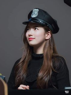 Suzy Bae • Bae SuJi 배수지 at 'Faces of Love' fansign 180203 #수지