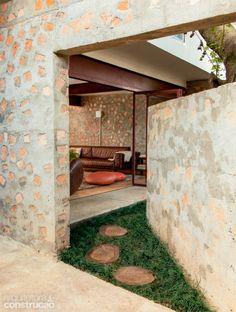 Tijolos na massa do concreto poupam R$ 30 mil em reforma. Fotos publicadas na revista Arquitetura & Construção.