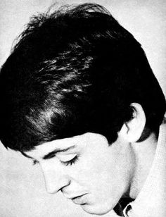 Paul McCartney is so beautiful.  What a good-looking guy!!!!!!