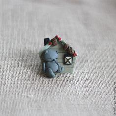 Купить Домик для мишки. Брошь - серый, домик, мишка, детская брошь, брошь из полимерной глины