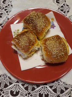 Baconös sajtos vajdasági sós, ez finomabb bármely pogácsánál! - Ketkes.com Hamburger, Ale, Pancakes, Bacon, Bread, Dinner, Breakfast, Food, Basket