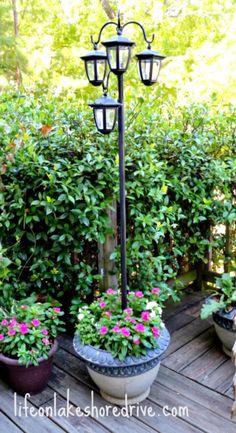 DIY Solar Lights Lamp Post www. DIY Solar Lights Lamp Post www. Patio Diy, Diy Planters Outdoor, Backyard Patio, Backyard Landscaping, Patio Ideas, Landscaping Ideas, Backyard Ideas, Outdoor Lamps, Garden Planters
