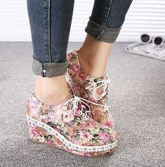 Adorable Floral Design Wedge Lace up Platform Shoes