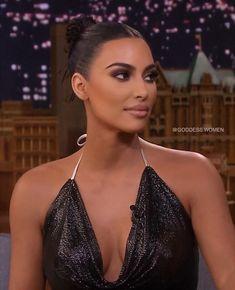 on last night ⚡️✨ Posted a breakdown for this look yesterday! Looks Kim Kardashian, Estilo Kardashian, Kardashian Style, Kim Kardashian Selfie, Kim Kardashian Blazer, Kim Kardashian Bikini, Kardashian Jenner, Kim K Makeup, Flawless Makeup