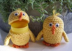 Halager: DIY - surprise eggs with chicken Easter Crochet, Diy Crochet, Crochet Crafts, Crochet Projects, Minions, Learn To Crochet, Easter Crafts, Dinosaur Stuffed Animal, Projects To Try