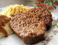 Brown Sugar Meatloaf- Hands down the best meatloaf recipe I've ever made. Subbed Salsa for Ketchup and italian bread crumbs for saltines. Best Meatloaf, Meatloaf Recipes, Pork Meatloaf, Beef Dishes, Food Dishes, Main Dishes, Meat Dish, Brown Sugar Meatloaf, Great Recipes