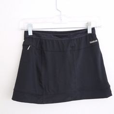 Reebok Skirt Athletic and cute! Vintage Reebok tennis skirt. Simple material and style allow you to wear a fun shirt! can be worn on or off the tennis courts Reebok Skirts Mini