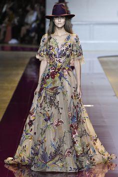 Zuhair Murad Parigi - Haute Couture Fall Winter - Shows - Vogue. Zuhair Murad, Fashion Week, Runway Fashion, Fashion Show, Fashion Design, Fashion Styles, Elie Saab, Dress Dior, Fendi Dress