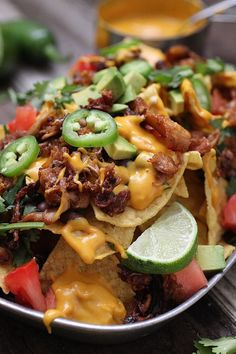 Vegan Nachos with Barbecue Jackfruit. These Vegan nachos make the perfect appetizer, snack, or quick easy lunch. They are vegan and gluten free friendly! Vegan Recipes Easy, Veggie Recipes, Mexican Food Recipes, Whole Food Recipes, Vegetarian Recipes, Vegetarian Grilling, Healthy Grilling, Skillet Recipes, Veggie Food