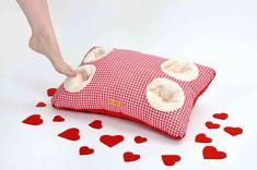 FÜßELKISSEN für Verliebte -Landhaus rot! von Filou Fashion - Schönes Schenken! auf DaWanda.com