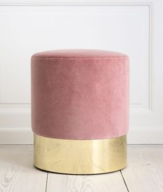 Loving this vintage inspired velvet stool in blush pink with a brass base by Italian designer Azucena:  Cilindro stool with rose velvet upholstery and brass base.  Reproduction of the stool designed by Luigi Caccia Dominioni, 1963.  H 43.5 x Ø 40 cm   - theapartment.dk