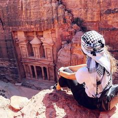 Reposting @aboadaviagem: Achamos a cidade perdida de Petra 😍 . 💥 🌍 Onde: Jordânia 💥 ❤ dê dois toques se você ama isso 💥 📷 Marcado por: @kretzoshika 💥 🙋 Marque seu amigo ou amor para inspirar outra pessoa a viajar mais. . Tudo de melhor ✌❤ . #travel #traveling #vacation #visiting #viajante #traveller #trip #holiday #travelling #tourism #tourist #turista #traveladdict #wanderlust #viajando #viajei #viajar #viagem #viajem #jordania #jordan #petra