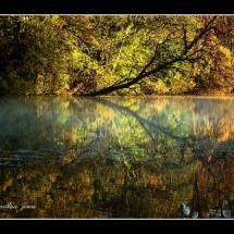 I didn't take this, but a beautiful picture of an autumn day takes my breath away!