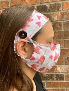 Headband with button for mask, Headband for face mask, Headband for ear irritation, Nurse Headband Small Sewing Projects, Sewing Hacks, Sewing Crafts, Diy Mask, Diy Face Mask, Homemade Headbands, Crochet Mask, Stretchy Headbands, Fun Arts And Crafts