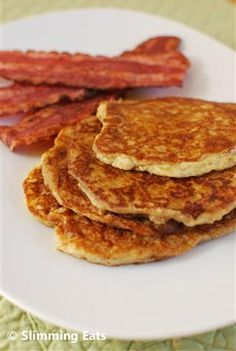 The most delicious, Fluffy Syn Free American Style Pancakes that you will ever make. A perfect breakfast or dessert. Gluten Free, Vegetarian, Slimming World and Weight Watchers friendly Slimming World Breakfast, Slimming World Diet, Slimming Eats, Slimming World Recipes, Skinny Recipes, Easy Healthy Recipes, Healthy Food, Healthy Eating, Healthy Dinners