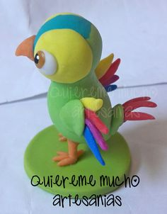 SOUVENIR LORITO PEPE PORCELANA FRIA Fondant Animals Tutorial, Gallo Pinto, Farm Party, Ideas Para Fiestas, Rapunzel, Tweety, Dinosaur Stuffed Animal, Birthday, Crafts