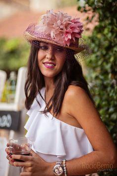Chistera con flores de plumas naturales Fotos; Rocio Berrio Decoracion; La Fiesta de Caral #tocados #chistera #missgretillas