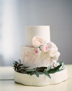 Small wedding cake with pink flowers and greenery Whimsical Wedding Cakes, Small Wedding Cakes, Wedding Cakes With Flowers, Candybar Wedding, Bridal Boudoir Photos, Wedding Dress Cake, Bouquet Wedding, Wedding Nails, Frosting Techniques
