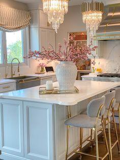 Fancy Kitchens, Elegant Kitchens, Luxury Kitchens, Beautiful Kitchens, White Kitchens, Dream Kitchens, Kitchen Island Decor, Home Decor Kitchen, White Kitchen Decor