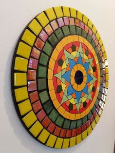 Mandala colorida feita em mosaico de azulejos finos e pastilhas de vidro. Aproveite a energia das cores e energize um cantinho especial de sua casa. Cada cor estimulando um sentimento. Vermelho: força e paixão Amarelo: criatividade Laranja: alegria, generosidade e sabedoria Verde: renasciment... Mosaic Artwork, Mirror Mosaic, Mosaic Diy, Mosaic Crafts, Mosaic Projects, Mosaic Glass, Mosaic Tiles, Art Projects, Mosaic Birdbath