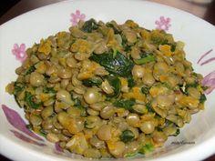 Čočku si předem (alespoň dvě hodiny, lépe den předem) namočíme. Na oleji orestujeme nadrobno pokrájenou cibuli. Přidáme římský kmín, chilli a… Black Eyed Peas, Lentils, Beans, Food And Drink, Vegetables, Cooking, Fitness, Diet, Kitchen