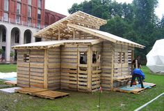If you have pallet wood in your home or surrounding then get it as it will be used in your rainy shed project. Last weekend afternoon we have recovered a rainy shed from recycled pallet wood Pallet House Plans, Tiny House Plans, Pallet Building, Building A Shed, Diy Pallet Projects, Home Projects, Pallet Ideas, Pallet Crafts, Backyard Projects