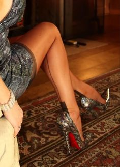 High Heel Pumps, Pumps Heels, Sexy Heels, Louboutin Pumps, Short Skirts, Hosiery, Stockings, Legs, How To Wear