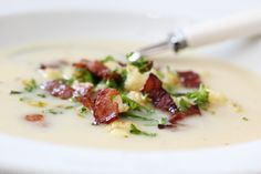 Blomkålsuppe med purre og sprøstekt bacon Norwegian Food, Chorizo, Wine Recipes, Potato Salad, Bacon, Clean Eating, Food And Drink, Healthy Recipes, Healthy Food