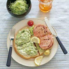 厚切りハムのサンドイッチ + アボカドソース
