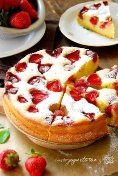 Jogurtowe ciasto z truskawkami | Słodkie Przepisy Kulinarne Cherry Desserts, Cookie Desserts, Sweets Recipes, Baking Recipes, Cake Decorated With Fruit, Polish Desserts, Chocolates, Different Cakes, Bread Cake