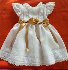 Vestido de bebé bordado bautismo vestido por amelieboutiquekids