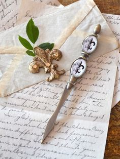 Ana Rosa~My Favorites✨ Old Letters, You've Got Mail, Handwritten Letters, Lost Art, Penmanship, Letter Writing, Writing Desk, Pen And Paper, Vintage Love