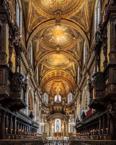 St. Paul's Cathedral - De mai bine de 1.400 de ani, o Catedrală dedicată Sfântului Pavel se afla în cel mai înalt punct din Londra. Barcelona Cathedral, Tower, Cottage, Landscape, Mai, British, Travel, Rook, Scenery
