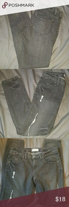 Free people distressed skinny jeans sz 27 Used great condition distressed skinny jeans Free People Jeans Skinny