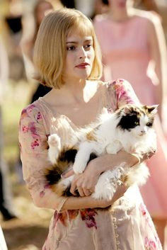 Helena Bonham Carter as Jenny --- Big Fish 2003 Helena Bonham Carter, Helena Carter, Helen Bonham, Celebrities With Cats, Celebs, Crazy Cat Lady, Crazy Cats, I Love Cats, Cool Cats