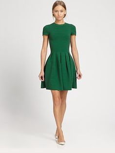 i would add printed/textured tights, hounds tooth dress jacket, a. - Green dress… i would add printed/textured tights, hounds tooth dress jacket, and black suede heels for fall/winter Source by whadevahh - Green Cocktail Dress, Green Dress, Green Tights, Black Tights, Looks Style, My Style, Valentino Dress, Mode Chic, Frack