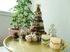 Cantinho com miniárvores de Natal, velas e anjinhos. Criado pela internauta Miriam Nunes, da comunidade Minha Casa.