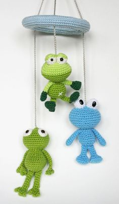 Free crochet pattern for frog mobile (in Dutch)