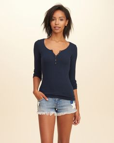 Lightweight and comfortable with ribbed fabric, a logo detail, Imported