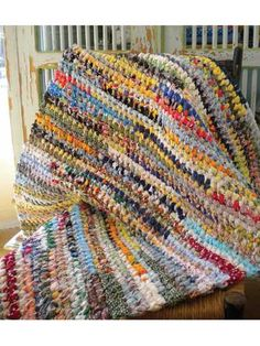 If you can tie a knot, you can make useful and durable rag rugs. Put old rags, clothes, and fabric scraps to good use - Rag Rugs Pattern and Tool - Nancy's Notions Fabric Rug, Fabric Scraps, Diy Tapis, Rag Rug Diy, Diy Rugs, Homemade Rugs, Rug Loom, Braided Rag Rugs, Rag Rug Tutorial