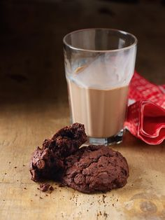 Totally chocolate chocolate chip cookies by Nigella Lawson.The best cookies ever.every time! Nigella Lawson, Tea Cakes, Biscotti, Chocolate Morsels, Chocolate Chocolate, Christmas Chocolate, Chocolate Biscuits, Granola, Double Chocolate Cookies