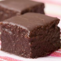Here is a yummy white cake square recipe.  It is an easy to make cake, covered in a yummy chocolate sauce.. Cake Squares Recipe from Grandmothers Kitchen.