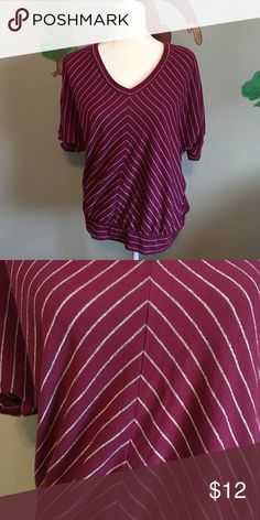 Sonoma top This top is in like new condition. Comes from a clean pet/smoke free home Sonoma Tops Blouses