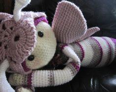 crochet patron gratuit papillon fleurs | grande poupée crochet papillon inspiré des modèles lalylala