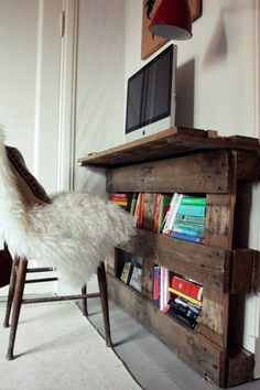 Save money and Customizing - 21 DIY Desks from Euro pallets