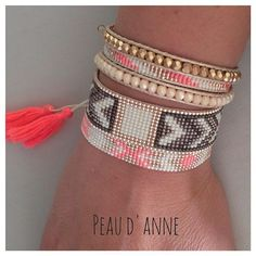 Ensemble toujours en vente exclusivement sur @_ode_to_joy_ #bijou #bracelet #perlesandco #dore #faitmain #peaudanne #bracelet #braceletwrap #pompon #fluo #manchette #handmade #jenfiledesperlesetjassume #jewelry #diy #madeinfrance #madewithlove
