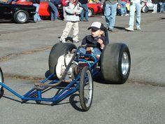 Gokart Plans 484699978643705580 - Click this image to show the full-size version. Source by megabuzzz Cool Go Karts, Kids Go Cart, Homemade Go Kart, Pull Wagon, Go Kart Plans, Diy Go Kart, Drift Trike, Beach Buggy, Kids Ride On