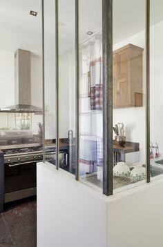 Une verrière dans la cuisine - Ma maison esprit brocante - CôtéMaison.fr